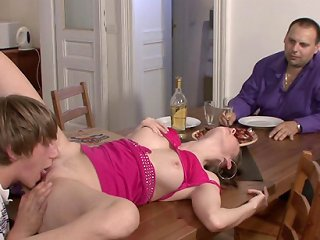 VIDEO !!! Young wife does a pizza guy making her husband pay him to plow her holes