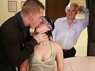 VIDEO !!! Wife in blindfold cuckolds older husband as he invites a stud to hump her holes